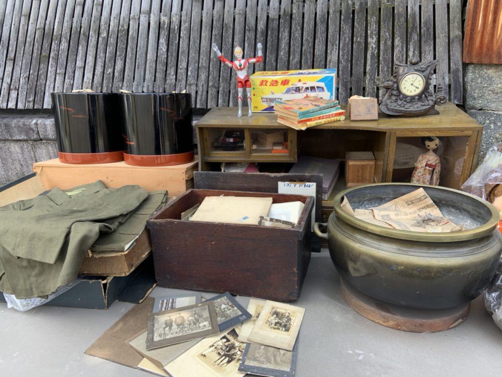 火鉢や古本・国民服